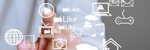 iStock_denphumi_pressing socialmediabutton_Globales Lernen digital